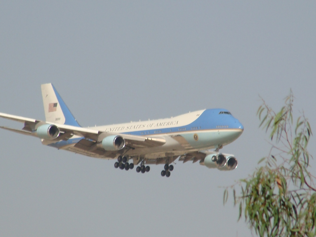 Airforce One and Obama arrive in Cairo.